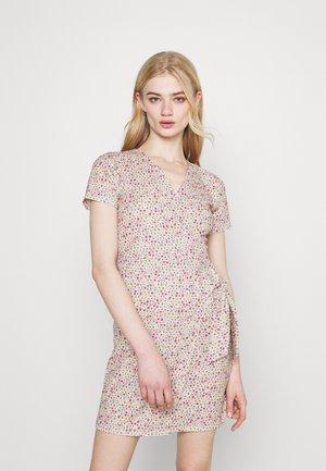 GRETA DRESS - Denní šaty - berry cute
