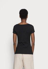 Anna Field - 2 PACK - T-shirts - black - 2