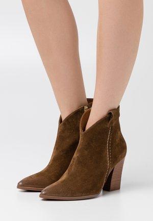 Kotníková obuv na vysokém podpatku - corteccia