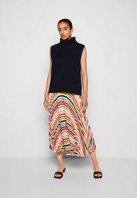 Victoria Victoria Beckham - PLEATED STRIPE SKIRT - Pleated skirt - multi - 4