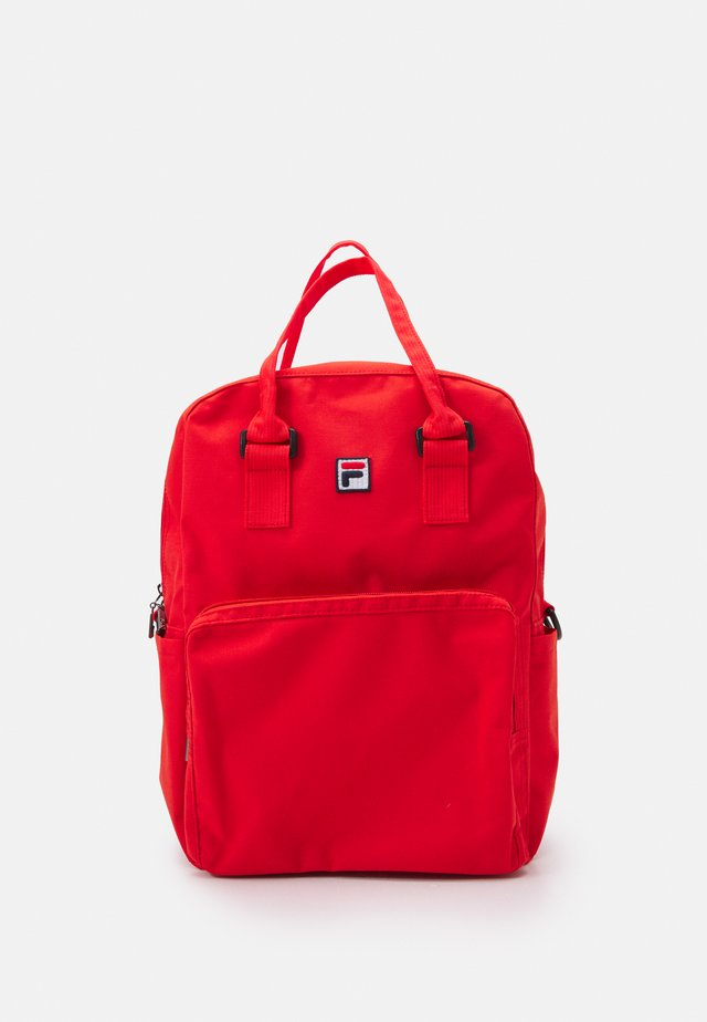 COATED CONVERTIBLE MID BACKPACK UNISEX - Ryggsäck - true red