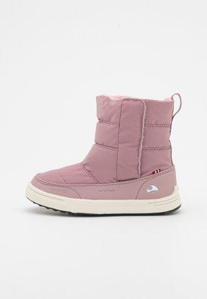 HOSTON R WP - Talvisaappaat - dusty pink