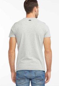 Petrol Industries - T-shirt med print - light grey melee - 2