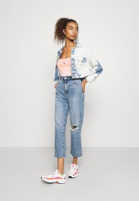 Tommy Jeans - EXTRA CROPPED - Giacca di jeans - cloudy light blue rigid - 1