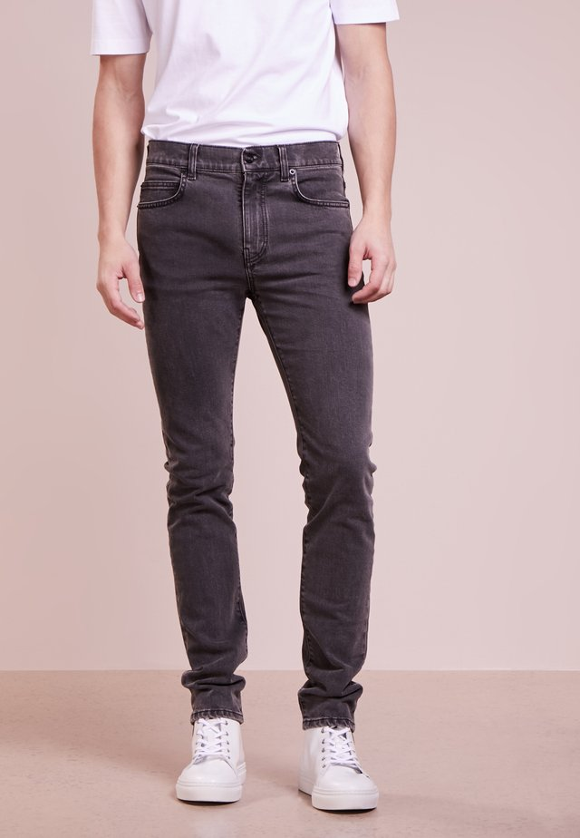 STRUMMER - Džíny Slim Fit - grey