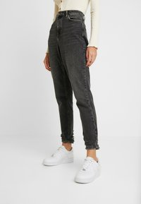 Topshop - HEM MOM - Džíny Relaxed Fit - washed black - 0