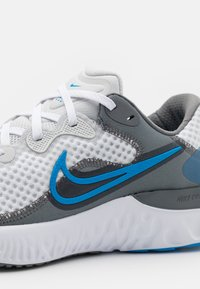 Nike Performance - RENEW RUN 2 - Neutrala löparskor - photon dust/photo blue/smoke grey/white - 5
