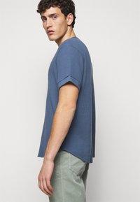 Club Monaco - SHORT SLEEVE - T-shirt - bas - wisteria - 4