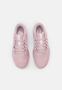 Nike Performance - AIR ZOOM PEGASUS 38 - Neutrální běžecké boty - champagne/white/barely rose/arctic pink - 3