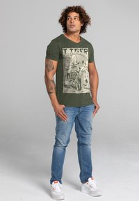 Liger - LIMITED TO 360 PIECES - ERYC WHY - ROTTERDAM - Print T-shirt - military green - 1