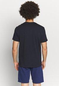 Champion - CREWNECK  - T-shirt con stampa - navy - 2