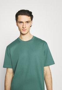 ARKET - T-shirt basique - green - 3