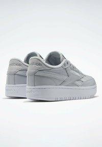 Reebok Classic - Sneakersy niskie - grey - 2