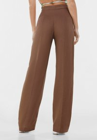 Bershka - WIDE LEG - Kangashousut - brown - 2