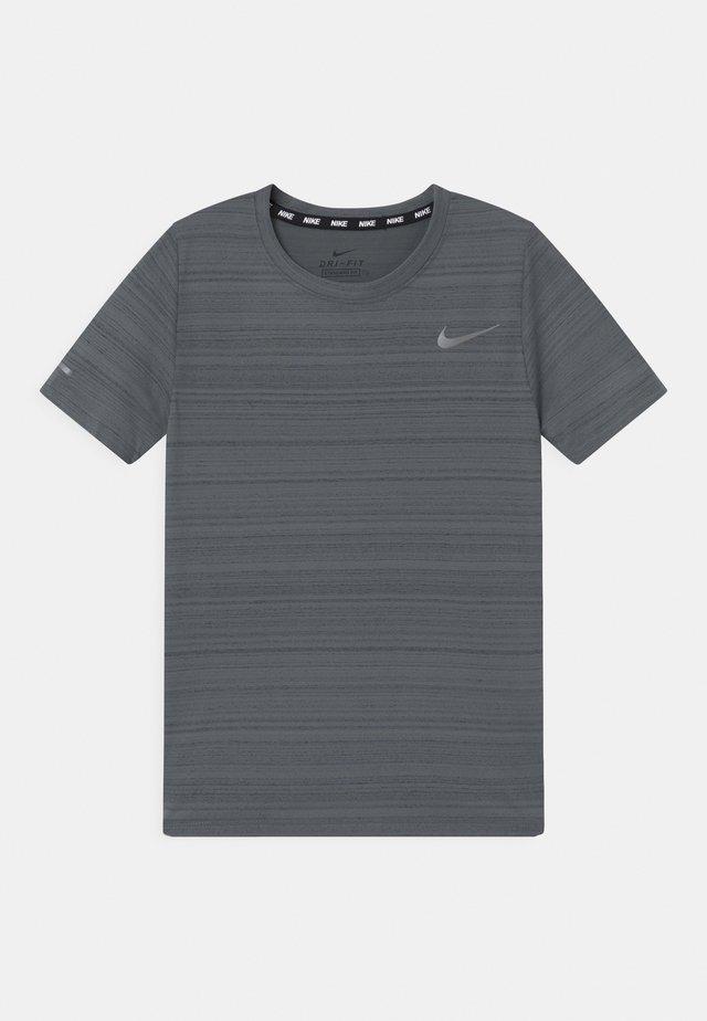 MILER - T-shirt basic - smoke grey