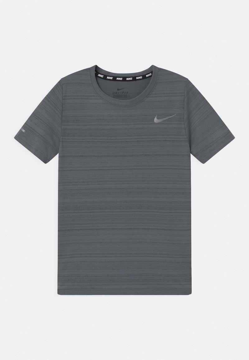 Nike Performance - MILER - Jednoduché triko - smoke grey