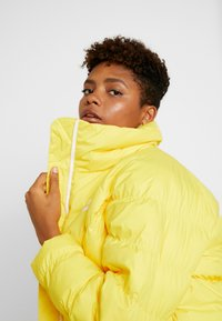 Nike Sportswear - SYN FILL - Winter jacket - chrome yellow/white - 3
