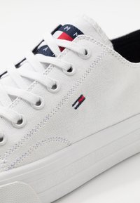 Tommy Jeans - LONG LACE UP - Baskets basses - white - 5