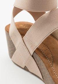Madden Girl - ZOEY - Sandály na platformě - nude - 2