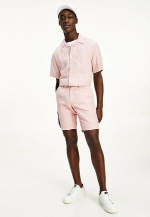 BROOKLYN ESSENTIAL - Shorts - glacier pink