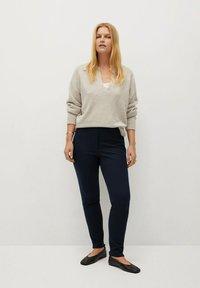 Violeta by Mango - ELASTIC - Trousers - dunkles marineblau - 1