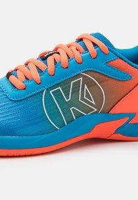 Kempa - ATTACK 2.0 JUNIOR UNISEX - Handball shoes - blue/flou red - 5