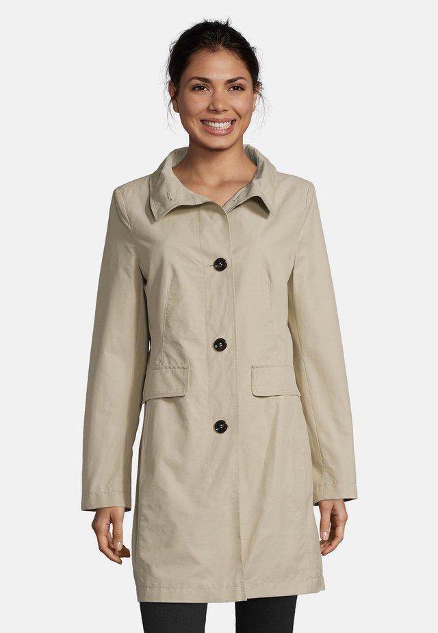 MIT STEHKRAGEN - Halflange jas - beige