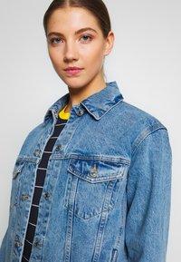 Vero Moda - VMKATRINA LOOSE JACKET MIX - Denim jacket - light blue denim - 4