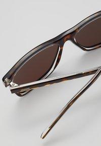 HUGO - Sluneční brýle - havana cryst - 3
