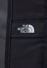 The North Face - BASE CAMP DUFFEL IC - Sportovní taška - dark blue/white - 2
