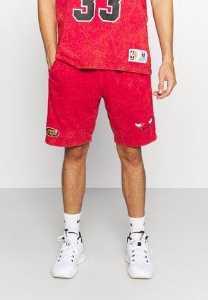 NBA CHICAGO BULLS ACID WASH SHORTS - Sportovní kraťasy - scarlet