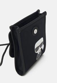 KARL LAGERFELD - IKONIK PHONE UNISEX - Obal na telefon - black - 2