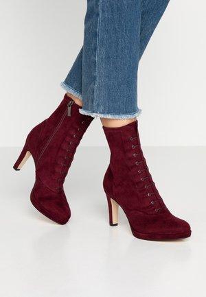 Kotníková obuv na vysokém podpatku - merlot