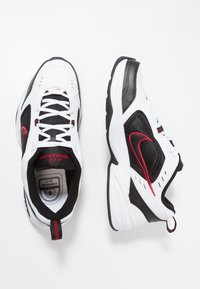 Nike Sportswear - AIR MONARCH IV - Zapatillas - white/black/varsity red