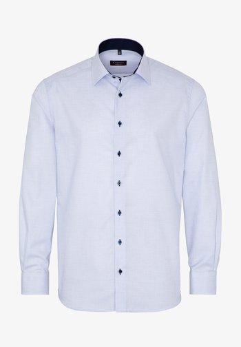 FITTED WAIST - Formal shirt - hellblau