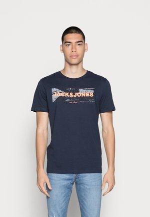 JJHONOUR TEE CREW NECK - Print T-shirt - navy blazer