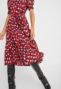 Diane von Furstenberg - EXCLUSIVE DRESS - Shirt dress - red leopard - 3