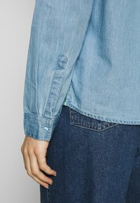 edc by Esprit - EASY BLOUSE - Camisa - blue light wash - 4