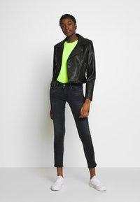 Le Temps Des Cerises - PULPC - Slim fit jeans - black/blue - 1