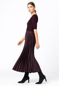 HALLHUBER - Pleated skirt - burgunder - 1