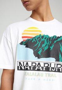 Napapijri - S-ALHOA - T-shirt med print - white graph o - 4