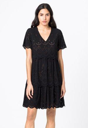MIT LOCHSTICKEREI - Day dress - schwarz