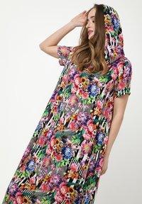 Madam-T - ADELINARA - Maxi dress - schwarz rosa - 5