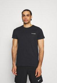 Hummel - HMLTORONTO  - T-shirts print - black - 2