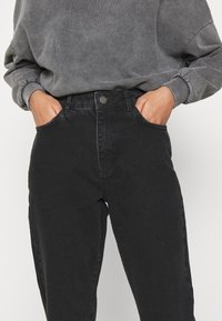 Noisy May - NMISABELANKL MOM  - Jeans baggy - black - 4