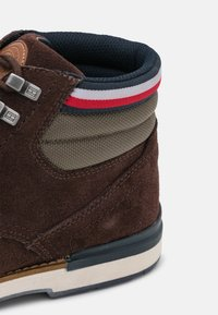 Tommy Hilfiger - OUTDOOR BOOT - Bottines à lacets - cocoa - 5