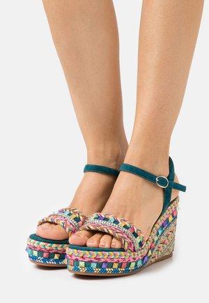 Sandály na platformě - ocean