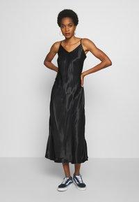 b.young - BYHALIMA SLIP IN DRESS - Denní šaty - black - 0