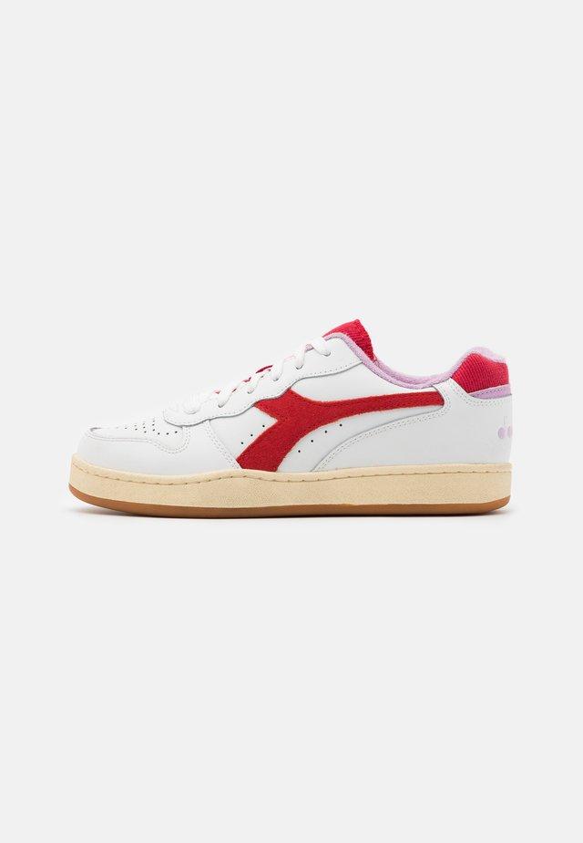 BASKET USED  - Sneakers laag - white/poinsettia