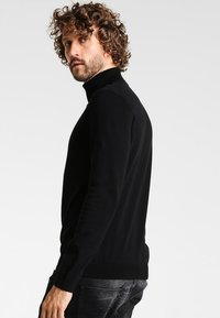 Zalando Essentials - Strickpullover - black - 2